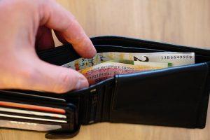 портмоне с пари